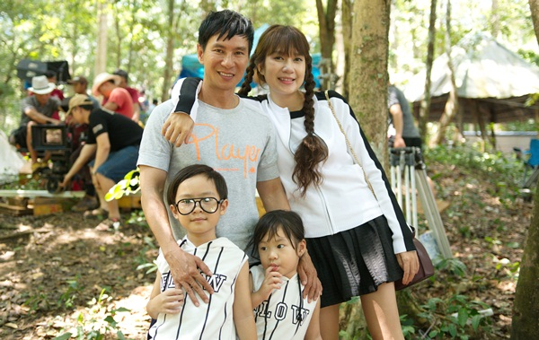 Bà xã Lý Hải diện váy ngắn lên phim trường thăm chồng