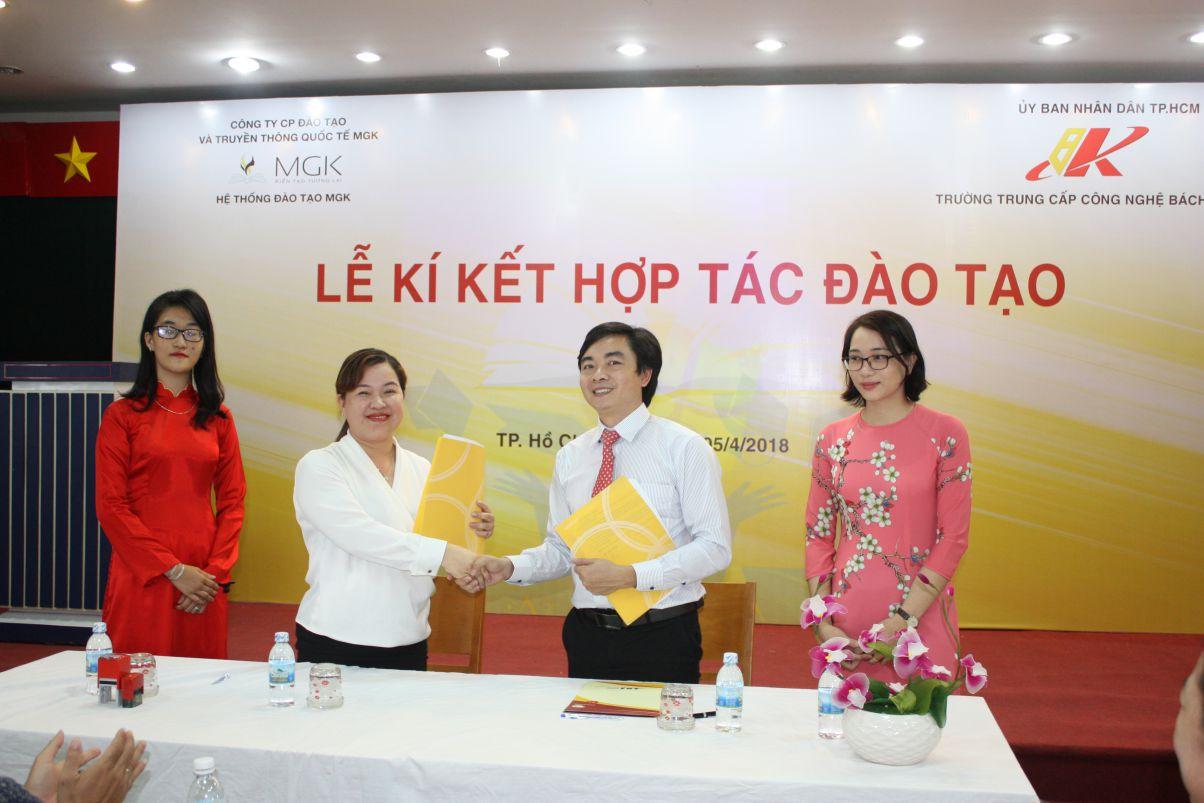 Lễ kí kết hợp tác đào tạo giữa Công ty Cổ Phần Đào tạo và Truyền thông Quốc tế MGK với Trường Trung Cấp Công nghệ Bách Khoa