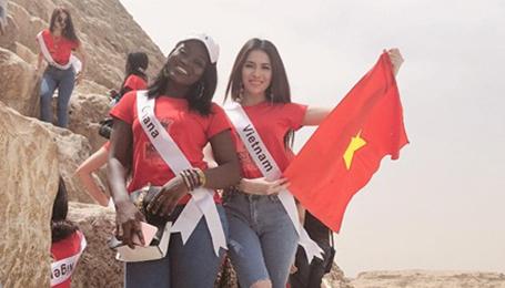 Thư Dung kiêu hãnh tung bay lá cờ Việt Nam trên đất Ai Cập