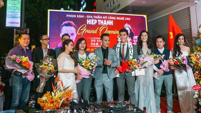 Á Vương Hoàng Phi Kha được chào đón nồng nhiệt khi quay về Huế
