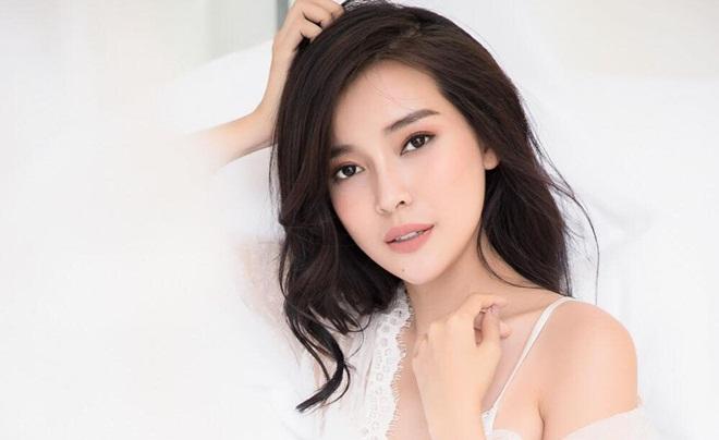 """Cao Thái Hà đón tuổi mới giữa """"bão"""" scandal showbiz"""