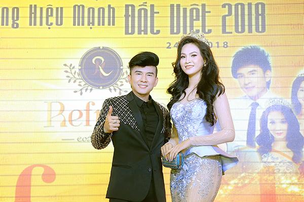 Trương Hải Vân khoe đường cong gợi cảm bên Đan Trường