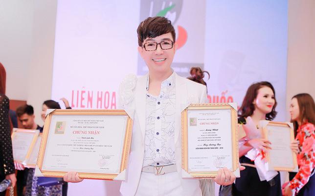Long Nhật khiến công chúng ngỡ ngàng khi nhận liên tiếp hai giải bạc của Liên hoan Sân khấu kịch nói toàn quốc 2018
