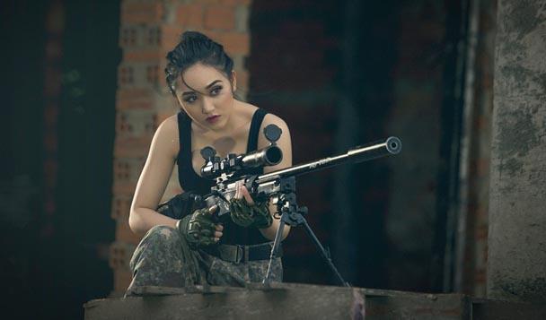"""Huỳnh Kim Khánh đổ máu khi đóng phim """"Hoa hồng thép"""""""