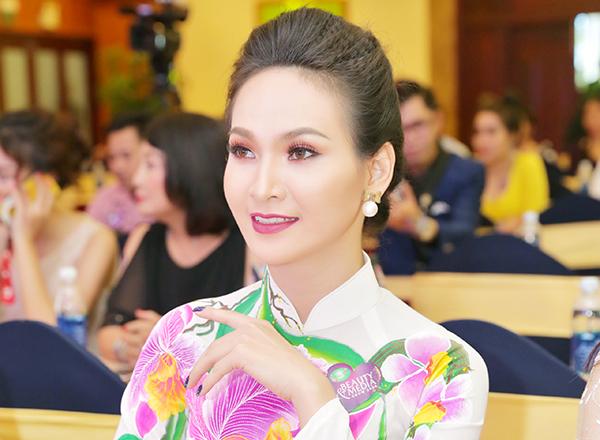 """Dù """"kín như bưng"""", Trương Hải Vân vẫn gợi cảm thu hút mọi ánh nhìn"""
