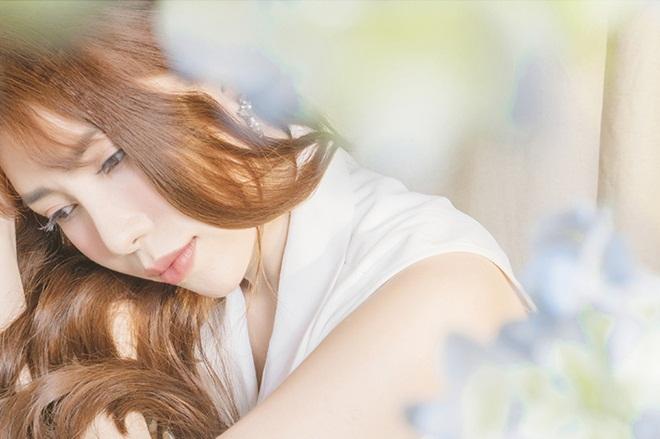 Mya Huỳnh đẹp e ấp trong bộ ảnh trắng tinh khôi