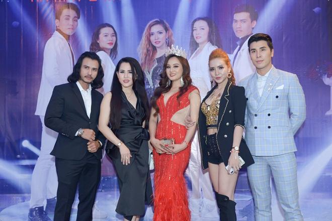 Ca sĩ đa tài Đình Đình ra mắt 3 MV remix đầu tiên tại Việt Nam