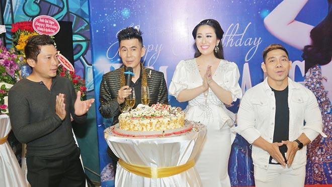 Dàn sao Việt đến mừng Nữ Hoàng sắc đẹp Kim Trang thêm tuổi mới
