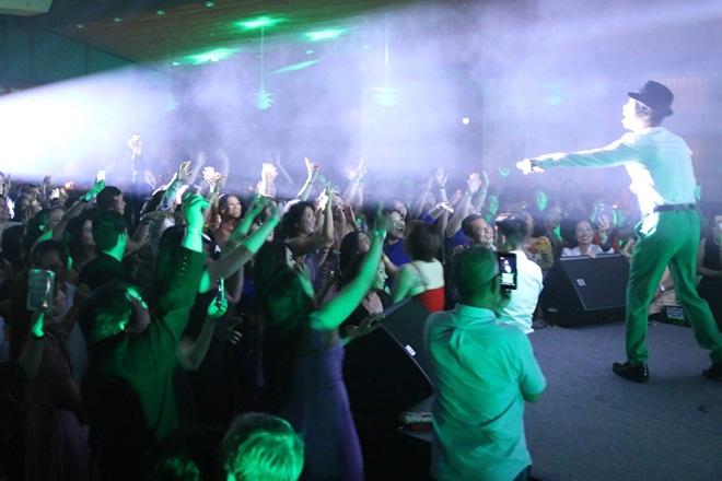 Danh ca Ngọc Sơn chinh phục khán giả châu Âu trong chuyến lưu diễn