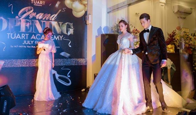 Á Hậu Thư Dung lộng lẫy làm vedette cho thương hiệu váy cưới TuArt Wedding