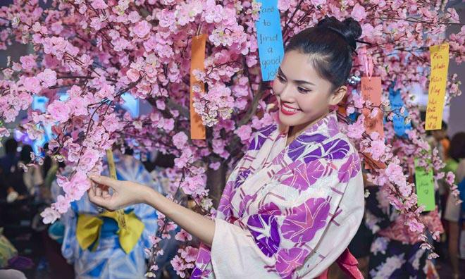 Á hậu Kim Nguyên bất ngờ hóa cô gái Nhật đi trẩy hội