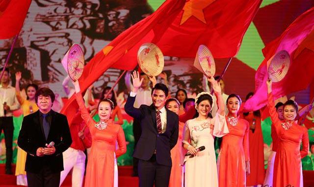 Vũ Mạnh Cường gặp gỡ Thanh Lam, Hồ Quỳnh Hương trong đêm nhạc