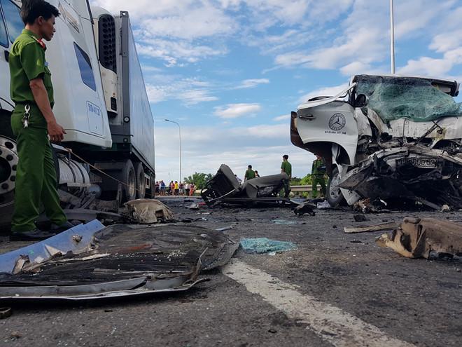 13 người chết sau tai nạn thảm khốc giữa xe rước dâu và ô tô đầu kéo