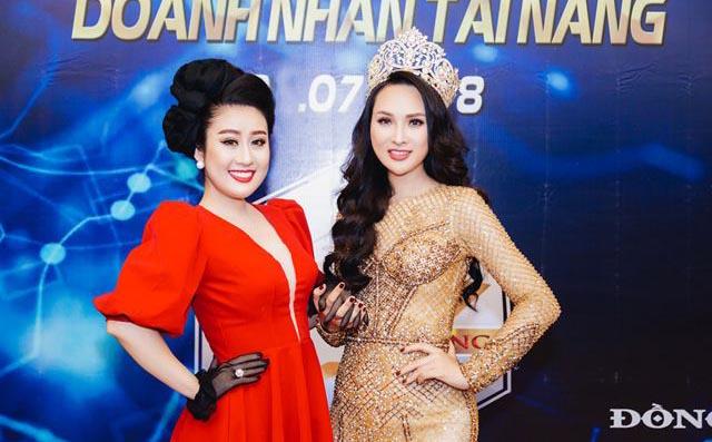 Hoa hậu Vicky Đinh diện đầm bó sát, khoe đường cong chuẩn người mẫu