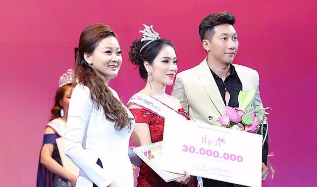 Siêu mẫu, diễn viên Nam Phong sang Singapore trao giải cho Hoa Hậu Tài Năng Nguyễn Mỹ Hạnh