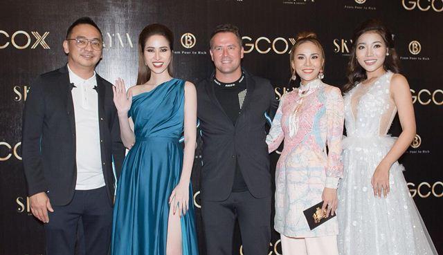 Princess Ngọc Hân đọ dáng cùng sao Việt tại đêm tiệc chào đón Michael Owen
