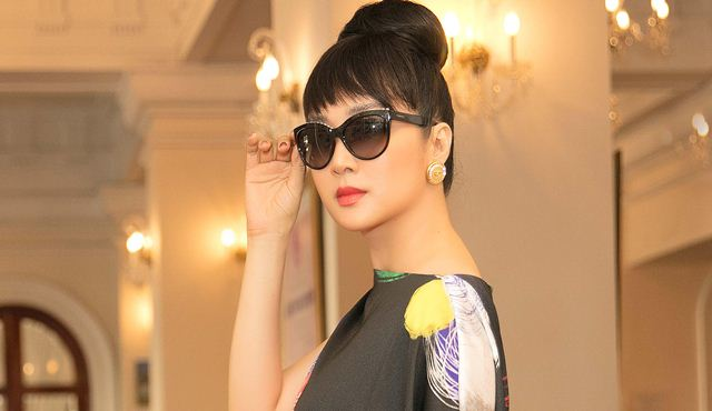 """Hoá quý cô thập niên 60, Giáng My """"lấn át"""" dàn sao trẻ dự show Vũ Ngọc & Son"""