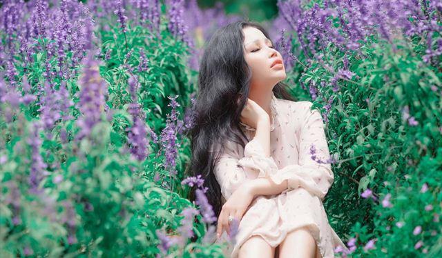 Janny Thuỷ Trần đẹp thơ mộng trong MV với nhạc phẩm của Châu Đăng Khoa