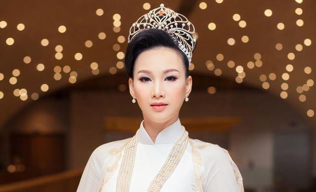 Sau đăng quang hoa hậu, Paris Vũ được vinh danh Top 10 Nữ doanh nhân Sắc Tâm Tài