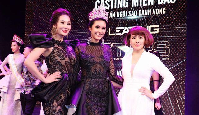 Hoa hậu Vũ Loan đọ sắc bên Hoa hậu Trái đất 2015 Angelia Ong trên thảm đỏ