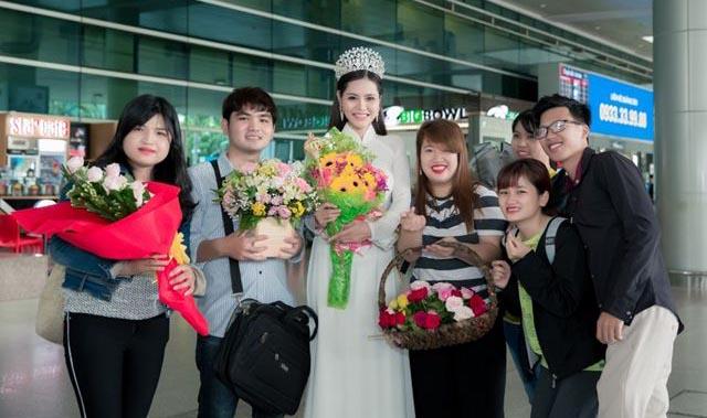 Hoa hậu Việt Nam Thế giới 2018 Dy Khả Hân rạng ngời về nước