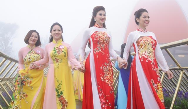 Chiêm ngưỡng Top 30 thí sinh khoe sắc tại cây cầu vàng Ba Na Hills Đà Nẵng