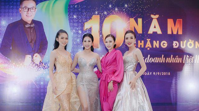 Á Hậu Thanh Trang diện cả cây hồng của NTK Lê Thanh Hòa nổi bật tại sự kiện