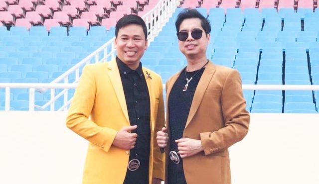 Micheal Lang và danh ca Ngọc Sơn trao tặng 250 triệu đồng cho ĐT Olympic Việt Nam