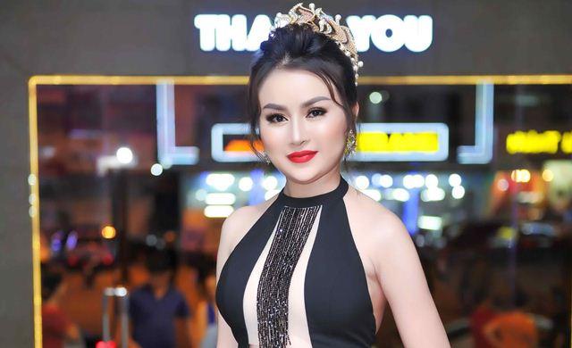 Hoa hậu Trương Nhân khoe vẻ đẹp quyến rũ khi ngồi ghế nóng cuộc thi sắc đẹp