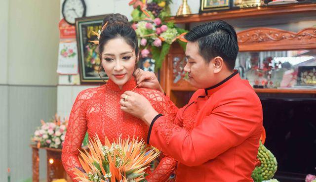 Hoa hậu Đại dương Đặng Thu Thảo rực đỏ trong ngày lễ Đính hôn