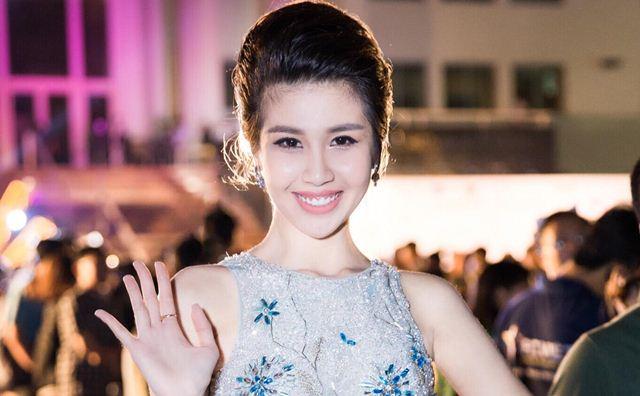 Phương Đài khoe nhan sắc nổi bật trên thảm đỏ Hoa Hậu Việt Nam 2018