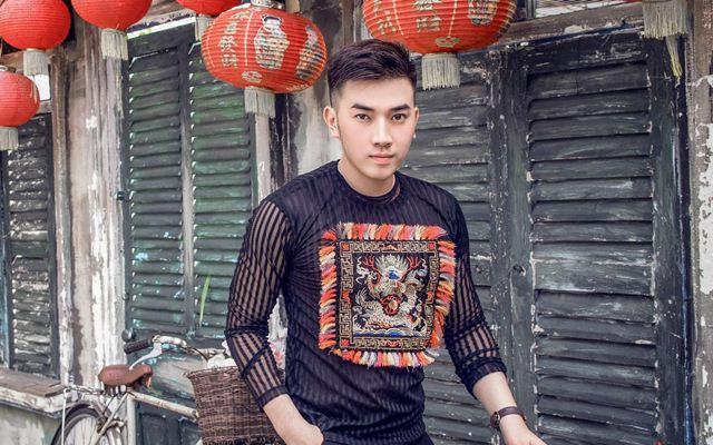 Người mẫu Huỳnh Toàn đón Trung Thu bằng trang phục truyền thống lịch lãm