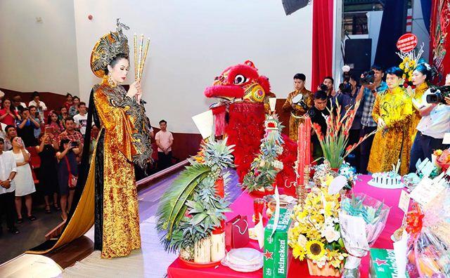 Sân khấu Trịnh Kim Chi long trọng tổ chức dâng hương cúng Tổ