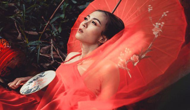 """Sau 3 năm """"mất tích"""" Hoa Di Linh bất ngờ tái xuất bằng bộ ảnh cổ trang đầy mê hoặc"""