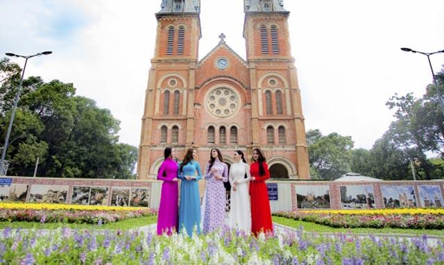 Top 4 Hoa hậu Người Việt Liên Lục Địa hội ngộ Hoa hậu Sonia Mansour ngay tại Sài Gòn