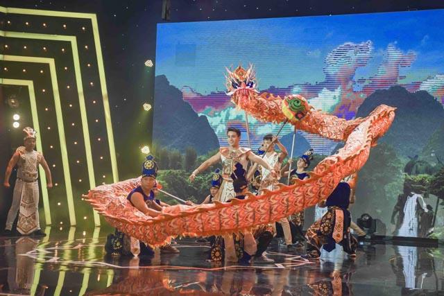 Nam vương Cao Xuân Tài hóa thân Lạc Long Quân bay lượn trên không