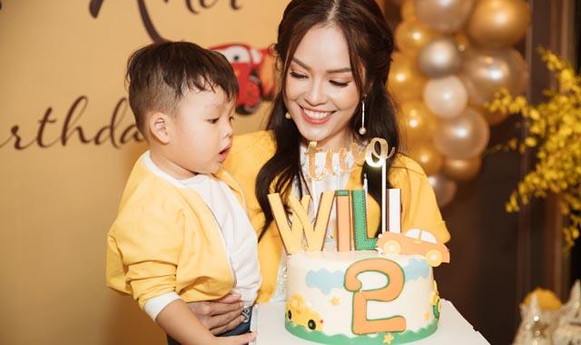 Dương Cẩm Lynh tổ chức tiệc sinh nhật cho con trai