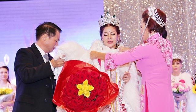 Thí sinh mang số báo danh 018 Giang Ngọc Bích xuất sắc giành giải Hoa hậu quý bà