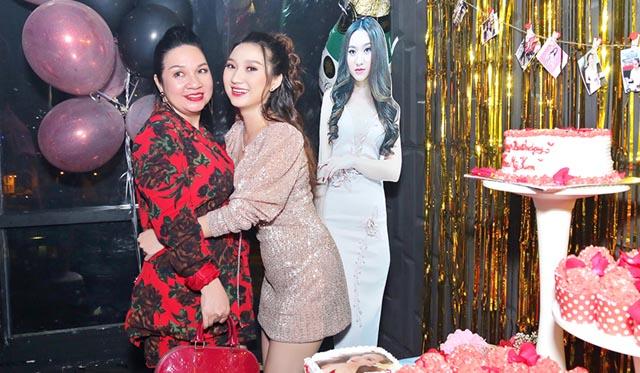 """Cao Mỹ Kim tổ chức tiệc sinh nhật """"hoành tráng"""" với 2 yến tiệc trong 1 đêm"""