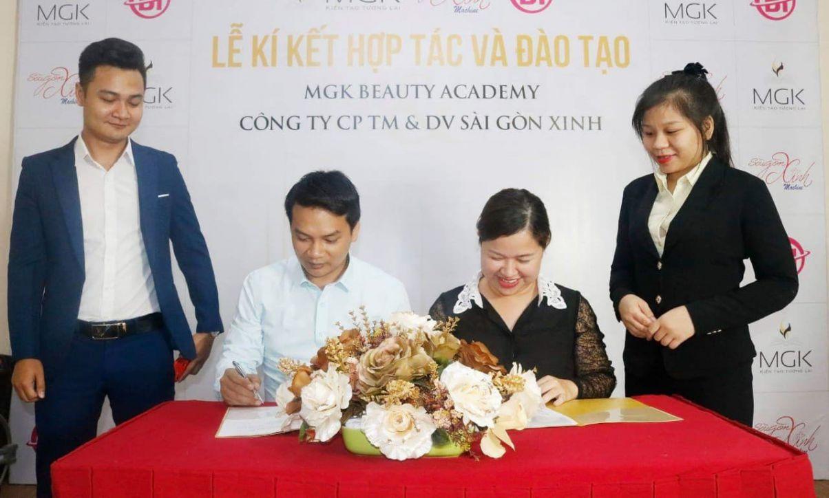 MGK ký thỏa thuận hợp tác và đào tạo cho hệ thống thẩm mỹ Sài Gòn Xinh