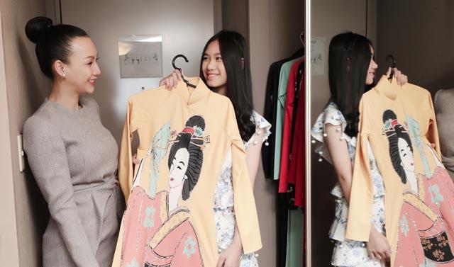 Paris Vũ thử trang phục trước đêm trình diễn thời trang cho Giao lưu văn hoá Việt Nhật