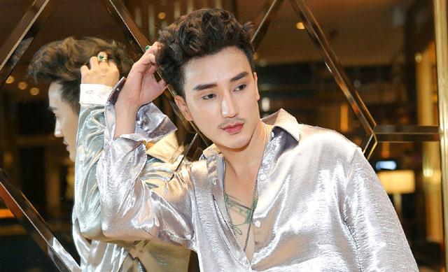 """Hot boy """"nghiện dao kéo"""" nhất Việt Nam đẹp như trai Hàn"""