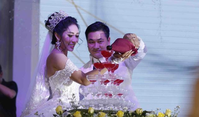 Đám cưới ngập sắc trắng tinh khôi của Hoa hậu Đại dương Đặng Thu Thảo