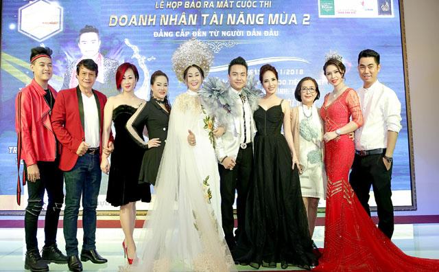 Sao Việt vượt tâm bão số 9 đến với họp báo Doanh nhân tài năng mùa 2