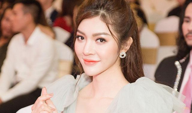 Hoa hậu Thiên Hương hóa công chúa đẹp trong veo giữa sự kiện