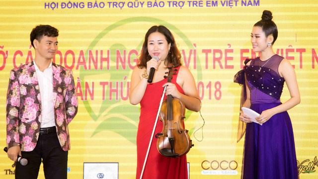 Emily Hồng Nhung cùng ông Johnathan Hạnh Nguyễn, Xuân Bắc kêu gọi giúp đỡ trẻ em Việt Nam
