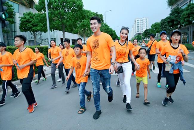 Á vương Hoàng Phi Kha cùng 100 nghệ sỹ chạy bộ vì trẻ em hở hàm ếch