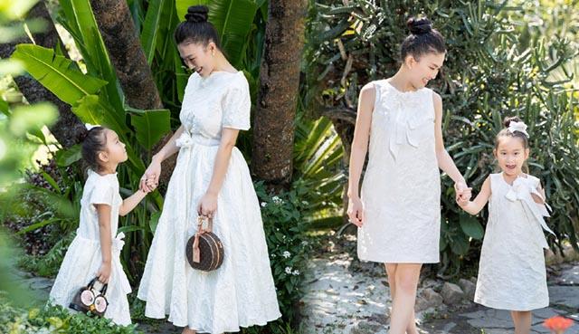"""Diện sắc trắng """"Đoá trà my"""" của Vũ Ngọc & Son, mẹ con Fashionista Châu Hằng hút vạn ánh nhìn trên phố"""