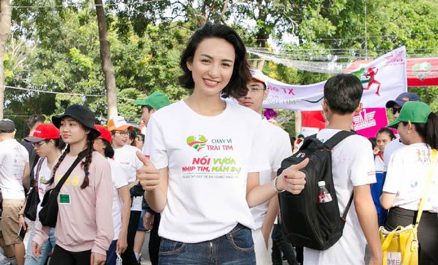 Ngọc Diễm hưng phấn chạy bộ sau thành công của tuyển Việt Nam