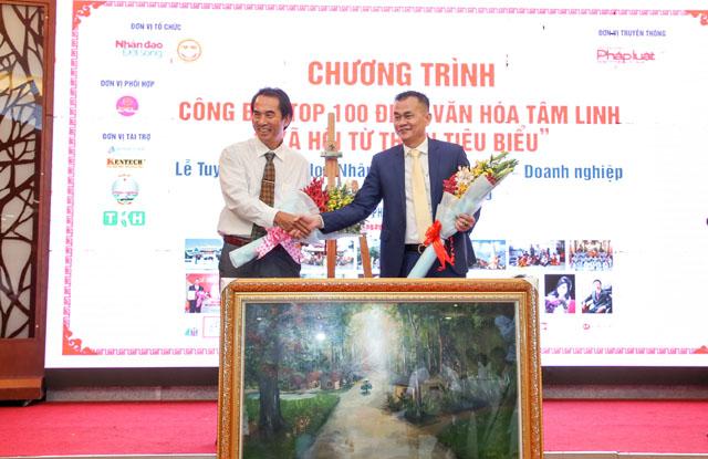 Doanh nhân Nguyễn Văn Phúc đồng hành cùng Câu lạc bộ Hoa Việc Thiện